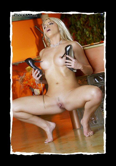hot-nude-models-01.jpg